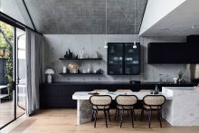 Scandizzo House: Pete Kennon Revives a Victorian House in Melbourne with a Concrete Extension Victorian Cottage, Victorian Homes, Blue Home Decor, Cheap Home Decor, African Home Decor, Black Kitchens, Living Room Decor, Dining Room, Soft Furnishings