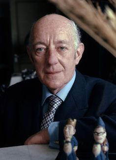"""""""Like all great actors, Guinness was a mixture—of the vulnerable and the self-assertive, of the public and the intensely private."""" Read Alec Guinness's full biography from the Oxford Dictionary of National Biography. #film #acting #history (Image:CC-BY-SA-3.0 via Wikimedia Commons.)"""