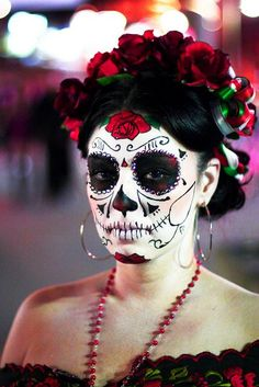 20 Cool Día de los Muertos Sugar Skull Makeup Art Examples, http://hative.com/dia-de-los-muertos-sugar-skull-makeup-art-examples/,