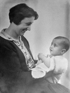 Anne Frank and her mother Edith Frank-Holländer.