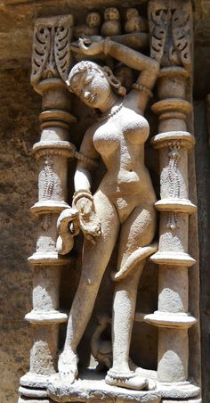 Naked snake spirit. Rani ki vav. Gujarat Arte 3d, Hindu Art, Indian Gods, Indian Art, Tantra, Stone Art, Indian Architecture, Painting, Khajuraho Temple