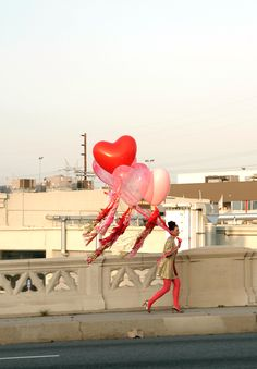love these heart balloons from Geronimo Balloons! Perfect for Valentine's Day