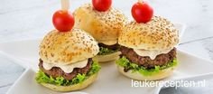Good snack to serve throughout a drink or tapas night. Mini Burgers, Mayonnaise, Mini Hamburger, Burger Party, Buffet, Bite Size Food, Brunch, Diner Recipes, Good Food