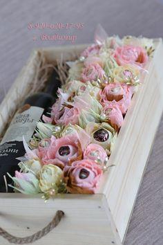 Букеты из конфет - Ассоциация свит-дизайнеров Candy Flowers, Paper Flowers, Craft Gifts, Diy Gifts, Chocolate Flowers Bouquet, Gift Wraping, Candy Bouquet, Candy Gifts, Flower Boxes