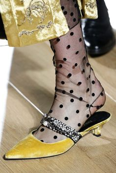The Best Shoes from London Fashion Week Fall 2018 - The Heels, Boots, and Pumps You Need from London Fashion Week Estilo Fashion, Ideias Fashion, Fall Fashion Trends, Autumn Fashion, Fashion Brands, Fashion 2017, Fashion Websites, Fashion Top, Fashion Weeks