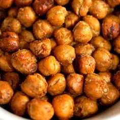 Roasted Chickpea Snack - Spoonful - going to try this asap! Roasted Chickpeas Snack, Chickpea Snacks, Crunchy Chickpeas, Appetizer Recipes, Snack Recipes, Cooking Recipes, Appetizers, Good Healthy Snacks, Healthy Eating