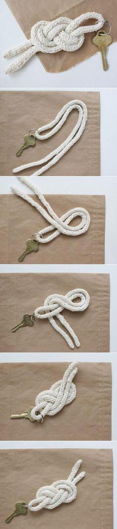 michael ann made.: sailor knot keychain diy This. Diy Simple, Easy Diy, Keychain Diy, Keychain Ideas, Diy Projects To Try, Craft Projects, Craft Ideas, Diy Ideas, Ideias Diy