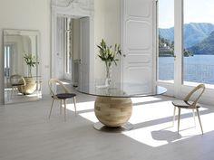 chaises salle à manger design en bois clair et table moderne assortie
