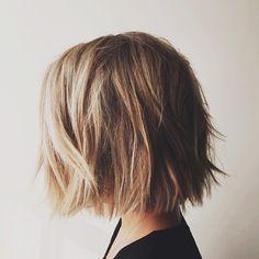 Las etiquetas más populares para esta imagen incluyen: hair, short, blonde, short hair y hairstyle