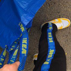 Witzig und kreativ: Diese Klamotten sind aus Ikea-Taschen gemacht | Express.de