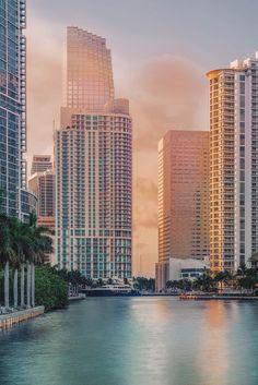 Miami River at Brickell Key Downtown Miami, Miami Florida, Florida Beaches, South Florida, Miami Beach, Miami City, Barack Obama, Miami Wallpaper, City Wallpaper