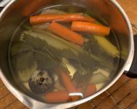 Bulion z kostki nigdy nie dorówna domowemu, nie osiągniemy mistrzostwa sięgając po przyprawy do zup, vegety i inne wynalazki - nie ma się co oszukiwać!