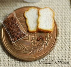 Displays at its original size when you click Tiny Food, Fake Food, Polymer Clay Miniatures, Dollhouse Miniatures, Miniature Food, Miniature Dolls, Barbie Food, Mini Things, Slice Of Bread