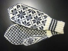 Bilderesultat for selbuvotter gratis oppskrifter Knitted Mittens Pattern, Knit Mittens, Baby Knitting Patterns, Knitting Designs, Mitten Gloves, Stitch Patterns, Knitting Blogs, Knitting For Beginners, Knitting Stitches