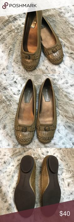 Naturalized Shoes Flats Sz 7.5 Leather Slip On Size 7.5  No box Leather  Brown/ beige shade Super cute details, great for career settings or casual with skinny jeans!  No trades Naturalizer Shoes Flats & Loafers