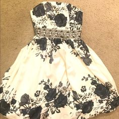 Black and white dress Beautiful lightly loved black and white dress. Dresses