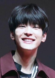 """""""you all remember this adorable wonwoo smile"""" Woozi, Diecisiete Wonwoo, Seungkwan, Seventeen Wonwoo, Seventeen Debut, Seventeen Scoups, Hip Hop, Kdrama, Vernon Chwe"""