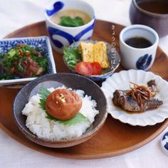 Japanese Breakfast Japanese Food Sushi, Japanese Dishes, Cute Food, Yummy Food, Table D Hote, Food Presentation, Food Design, Food Plating, Street Food