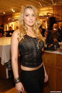Amber Heard Age, Bio, Wiki, Career & Affairs - Famous World Stars Amber Heard Age, Amber Heard Photos, Beautiful Celebrities, Gorgeous Women, Amber Head, Belle Nana, Lingerie, Blonde Women, Hot Blondes