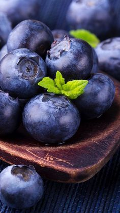 Blueberry History - The Story of a Healthy Native American Food Fruit And Veg, Fruits And Vegetables, Fresh Fruit, Vegetables List, Fruits Photos, Blue Fruits, Fruit Photography, Think Food, Beautiful Fruits