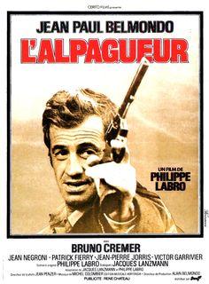 L'Alpagueur est un film policier français réalisé par Philippe Labro, sorti le 17 mars 1976. L'Alpagueur est un ancien traqueur de fauves devenu chasseur de primes. Il travaille en mercenaire pour des personnes haut placées en agissant dans l'ombre, incognito et au-delà de la routine policière. Tout à fait illégal, mais très efficace. Son intermédiaire, le commissaire de police Doumecq, le charge de piéger un flic corrompu, le commissaire Gavarni, qui est le gros bonnet d'un réseau de...