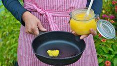 Geklärte Butter hat einen hohen Rauchpunkt und eignet sich gut zum Braten. Während viele Öle ihren Eigengeschmack an die Speisen weitergeben, verhält sich die Butter wesentlich neutraler. Geklärte Butter, Neutral, Tips, Kitchen, Fish Fry, Marmalade, Frugal, Cucina, Cooking