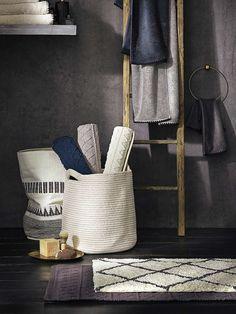 La salle de bain s'imprègne à son tour d'un style berbère très en vogue…