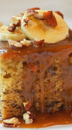 Sticky banana & maple cake -- Low FODMAP Recipe and Gluten Free Recipe Banana Recipes, Cake Recipes, Dessert Recipes, Just Desserts, Delicious Desserts, Yummy Food, Cupcakes, Cupcake Cakes, Cream Lemon