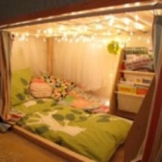 I could so do this with the girls bottom bunk bed!