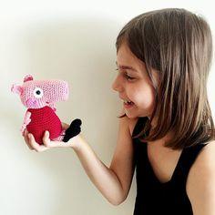 fasters_pind:: Gurli gris Peppa pig #crochet #crochetaddict #crocheting #crochetlove #crocheted #crochetlover #instacrochet #diy #peppapig #pig #hækler #hæklerier #hæklet #hækletlegetøj #hækleri #hækletdyr #kidstoys #pink #gris #handmade #amigurumi pattern by #sabrinaboscolo