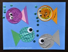 Use left over cupcake liners to make this fun fish kids craft. Great summer kids craft, cupcake liner crafts, fish craft for kids and ocean crafts for kids. Summer Crafts For Kids, Crafts For Kids To Make, Projects For Kids, Art For Kids, Summer Kids, Kids Fun, Cupcake Liner Crafts, Cupcake Liners, Cupcake Cases