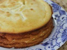 Já imaginou fazer um bolo rápido, com 4 ingredientes e está pronto ? Pois o PetitChef apresenta-lhe o bolo ao queijo creme, uma sobremesa cremosa para todos os apetites. - Receita Sobremesa : Bolo de queijo creme super fácil de PetitChef_PT