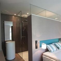 1000 images about sdb sous pente on pinterest bathroom for Combles amenages suite parentale