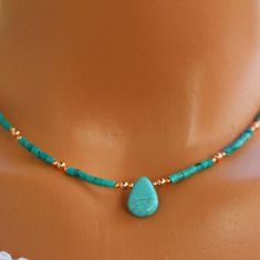 Collier turquoise collier cuivre et turquoise boho chic Dainty Jewelry, Boho Jewelry, Beaded Jewelry, Jewelry Accessories, Jewelry Necklaces, Fine Jewelry, Handmade Jewelry, Fashion Jewelry, Women Jewelry