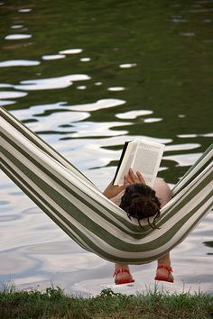 Relax, pull up an hammock, and read a good book! I Love Books, Good Books, Books To Read, Magic Places, Relax, Book Challenge, Woman Reading, Reading Time, Reading Books