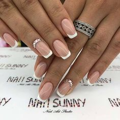 Semi-permanent varnish, false nails, patches: which manicure to choose? - My Nails Wedding Toe Nails, Simple Wedding Nails, Wedding Manicure, Bride Nails, Wedding Nails Design, Nails For Brides, Wedding Toes, Wedding Nails For Bride, Summer Wedding