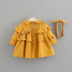 Yellow Baby Toddler Ruffles Long Sleeve Dress And Headband With Bag – 2 3 YEARS Gelb Baby Kleinkind Rüschen Langarm. Girls Casual Dresses, Dresses Kids Girl, Kids Outfits, Baby Yellow, Baby Outfits Newborn, Baby Newborn, Matching Family Outfits, Kind Mode, Kids Fashion