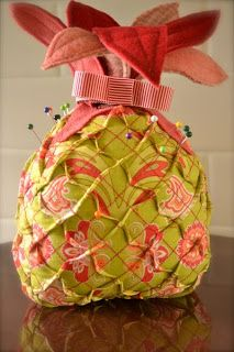 How to make this Prickly Pineapple Pin Cushion Fabric Crafts, Sewing Crafts, Sewing Projects, Felt Crafts, Paper Crafts, Diy Projects, Sewing Hacks, Sewing Kits, Sewing Ideas