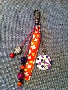 bijoux de sac unique et original fait main CNSJ en fimo et des perles bois et métal cuivré