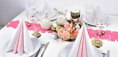 Frische Tischdekoration zu Ostern in Pink-Rosa mit Kirschblüten bei Tischdeko-Shop.de Table Decorations, Pink, Furniture, Home Decor, Fine Dining, Wood Rounds, Light Rose, Dinner Napkins, Cherries