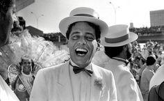 Veja imagens de fotos de Chico Buarque em exposição