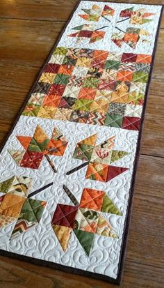 Maple Leaves and Patchwork Table Runner by MountainHomeQuilts on Etsy is sold out, but it would be an easy pattern to copy. Patchwork Table Runner, Table Runner And Placemats, Fall Table Runner, Christmas Table Runners, Quilted Table Runner Patterns, Halloween Table Runners, Thanksgiving Table Runner, Christmas Tables, Colchas Quilting