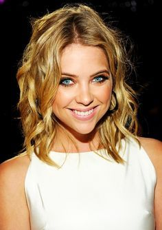 Ashley Benson Love her hair! Makeup Artist Tips, Makeup Tips, Beauty Makeup, Hair Makeup, Hair Beauty, Ashley Benson Hair, Medium Hair Styles, Short Hair Styles, Self Esteem