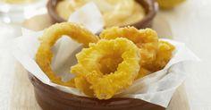 Frittierte Tintenfischringe mit Aioli ist ein Rezept mit frischen Zutaten aus der Kategorie Tintenfisch. Probieren Sie dieses und weitere Rezepte von EAT SMARTER!