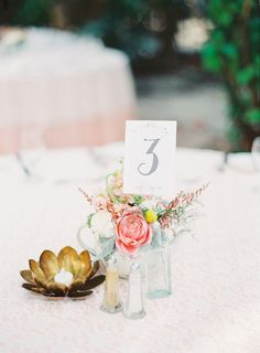 Soft and sweet table decor for a romantic look | Photography by Michelle March