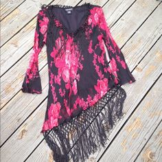 Beautiful dress/shirt Worn once excellent condition Not true to size perfect fit a SMALL.100% Rayon Made in India Temptation Dresses Mini
