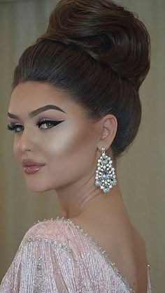 20 Trending Wedding Bun Hairstyle You'll Love – Marina – Trend Bride Makeup, Wedding Makeup, Hair Makeup, Makeup Lips, Love Hair, Big Hair, Pagent Hair, Wedding Bun Hairstyles, Elegant Hairstyles
