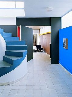 The entrance hall of Le Corbusier´s own penthouse in Paris, which he designed in 1931; beyond the pivoting door is the main living area (AD ...