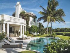 With Dutch roots, contemporary colors, and a pool, this is the perfect Palm Beach spot. Palm Beach Florida, North Palm Beach, Front Yard Patio, Spanish Garden, Backyard Pool Designs, Florida Style, Outdoor Spaces, Outdoor Living, Beautiful Homes