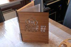 Met deze menuboek bamboe geven jullie je klanten iets uniek in handen. Door je eigen logo in de houten kaft te laseren krijg je steeds een unieke look.